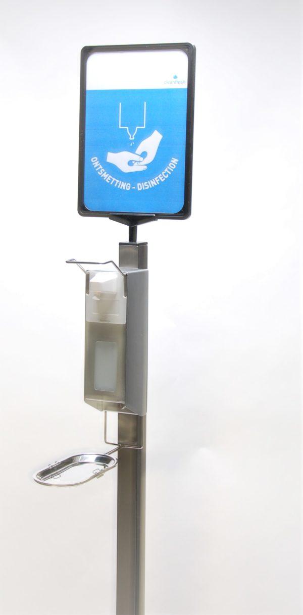 desinfectie spray dispenser op RVS zuil