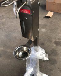 Opvangschaal voor RVS hygiene zuil met elleboog dispensers voor handdesinfectie