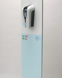 desinfectie- of hygienezuil in uw huisstijl met corona regels