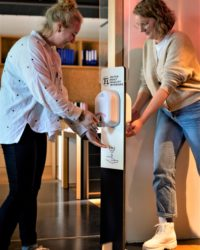 Tweezijdige desinfectie- of hygienezuil in uw huisstijl